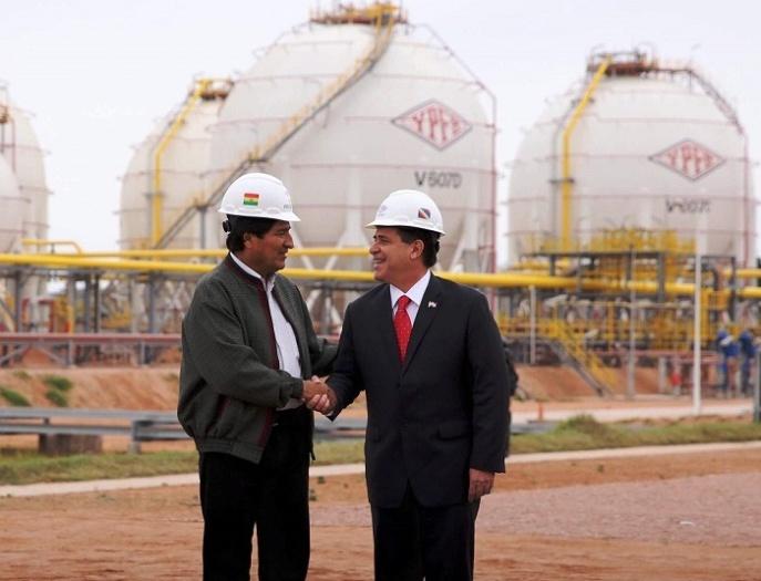 Morales y Cartes sellan el acuerdo de exportación de gas.