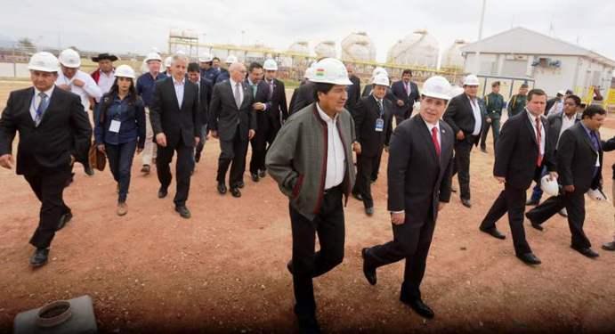 Los presidentes Morales y Cartes en Yacuiba.