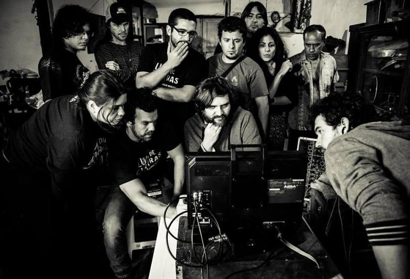 Jorge Díaz de Bedoya (en el centro) durante el rodaje de una de sus películas (foto de Facebook).