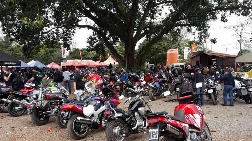 Postal del encuentro de motoviajeros en Obligado (Foto gentileza Hiroki Ikoma).