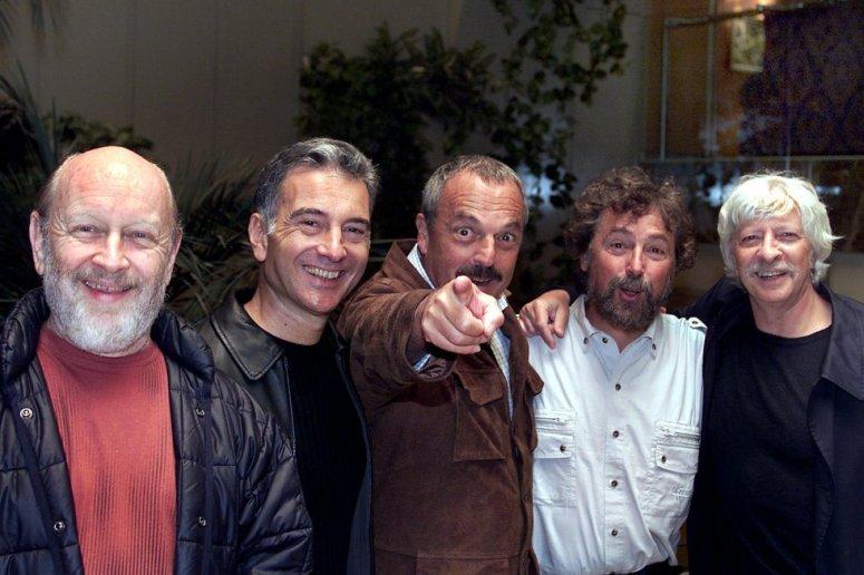 Rabinovich, en el centro, con sus compañeros de Les Luthiers (foto de internet).