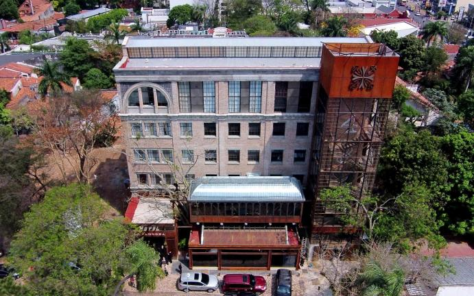 Un moderno hotel que rescata lo antiguo, en Asunción (Foto Agustín Acosta).